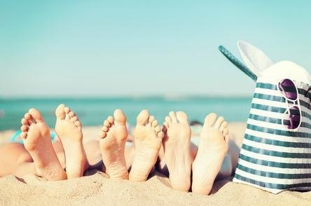 Do's and Don'ts for Protecting Your Feet on Vacation