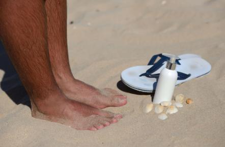 5 Tips for Keeping Feet Safe at the Beach
